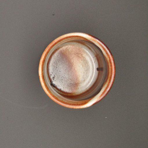 Tazza da tè ruggine con righe grigie