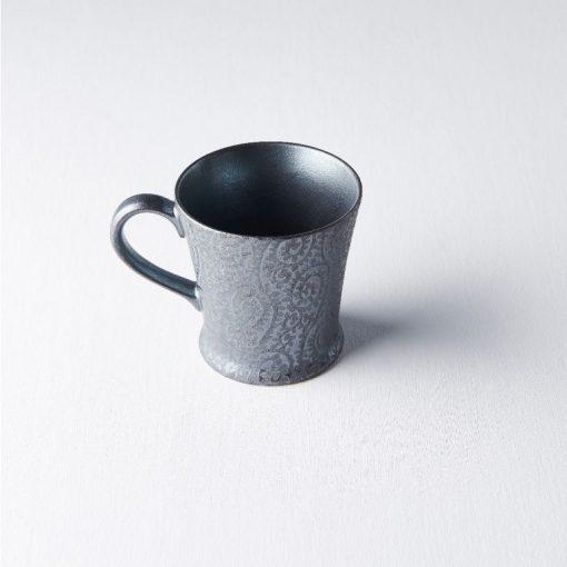 Tazza da tè nera con decorazioni argento