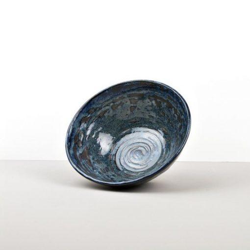 Ciotola da udon blu scuro con spirali nere