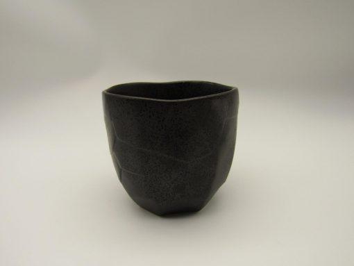Tazza da tè nera con decorazione turchese